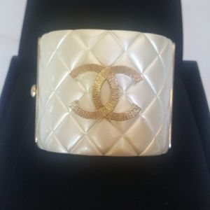 Gorgeous 100%Authentic Chanel braclet
